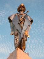 Skulptūra padaryta iš metalo-alavo 7,5 m aukščio