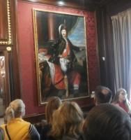 Sienos puikuojasi Radvilų dinastijos atstovų paveikslais