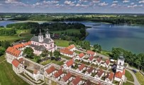 Vygrių vienuolynas įkurtas ežero pusiasalyje