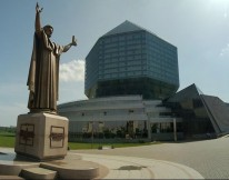 Nacionalinė biblioteka ir paminklas P.Skorinai
