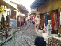Akmenuota medinio turgaus gatvelė - vienas iš Osmanų laikų palikimų