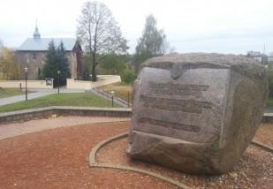Paminklinis akmuo miesto įkūrėjui