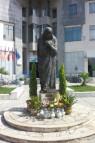 Paminklas Gondža Bojadži - pasaulyje žinoma Motinos Teresės vardu